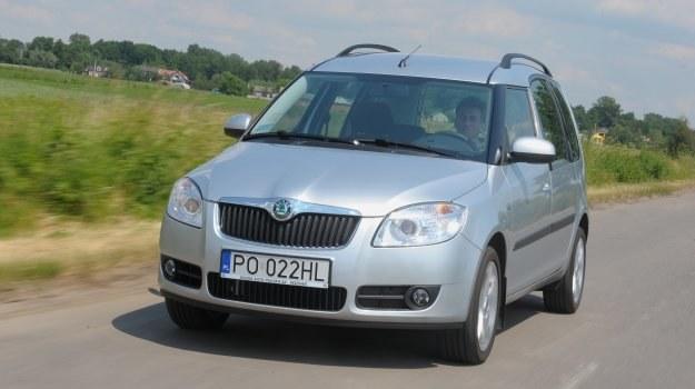 Roomster to skrzyżowanie furgonu z minivanem. Auto debiutowało rok przed Fabią II, na której bazuje. /Motor