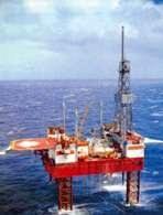 Ropa naftowa, wieża wiertnicza na morzu /Encyklopedia Internautica