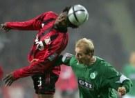 Roque Junior dobrze spisuje się w defensywie Bayeru Leverkusen /AFP