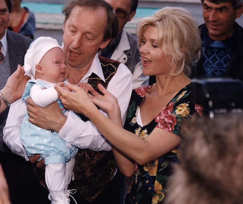 Rosiewicz z żoną i dzieckiem (1998 r.) /- /AKPA
