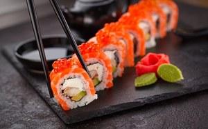 Rosja. Firma produkująca sushi usunęła reklamę z czarnoskórym mężczyzną. Ugięli się pod presją radykalnych nacjonalistów