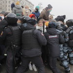 Rosja po masowych protestach: Służby wszczynają sprawy karne za przemoc wobec policjantów