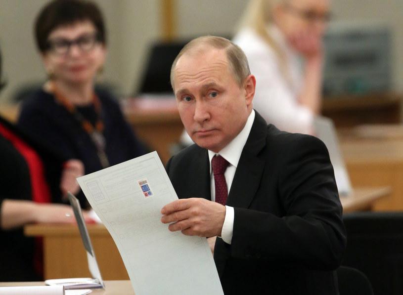 Rosja, zdaniem Pomianowskiego, ma nasilać kampanię dezinformacyjną przed wyborami parlamentarnymi na Ukrainie /SERGEI CHIRIKOV /AFP