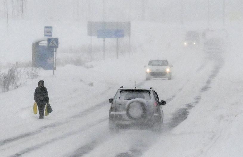 Rosja zmaga się ze skutkami potężnych śnieżyc /YURI KADOBNOV / AFP  /AFP