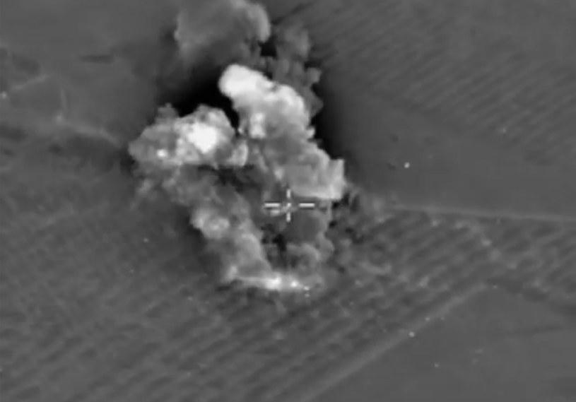 Rosjanie bombardują cele IS w Syrii /PAP/EPA