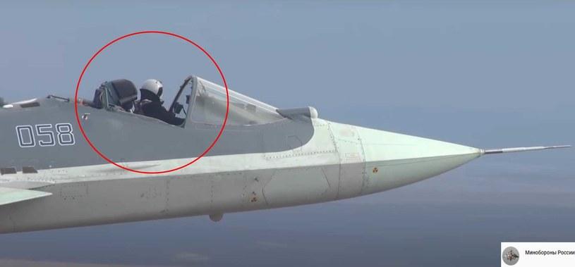 Rosjanie latają myśliwcem w oryginalny sposób /materiały prasowe
