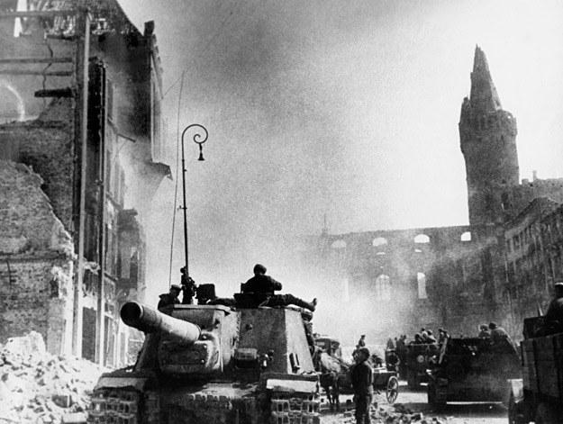 Rosjanie na ulicach Królewca, rok 1945 /AFP