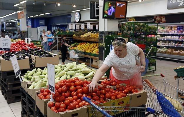 Rosjanie najbardziej ucierpią na sankcjach handlowych /PAP/EPA