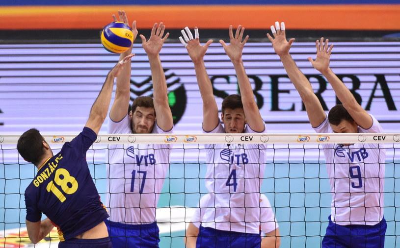 Rosjanie: (od lewej) Maksym Michajłow, Artjom Wołwicz i Jurij Bierieżko oraz Juan Manuel Gonzalez (L) z Hiszpanii. /Jacek Bednarczyk /PAP