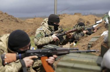 Rosjanie rozmieszczają ciężki sprzęt na wschodzie Ukrainy