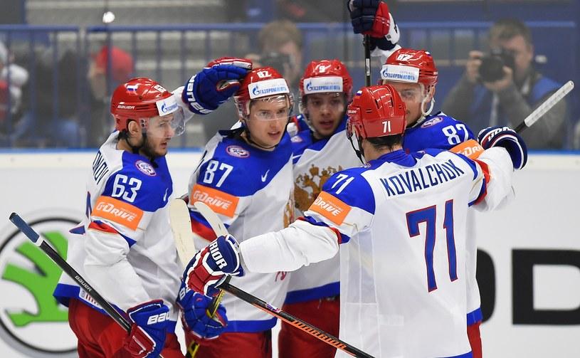 Rosjanie świętują gola w meczu z Białorusią /AFP