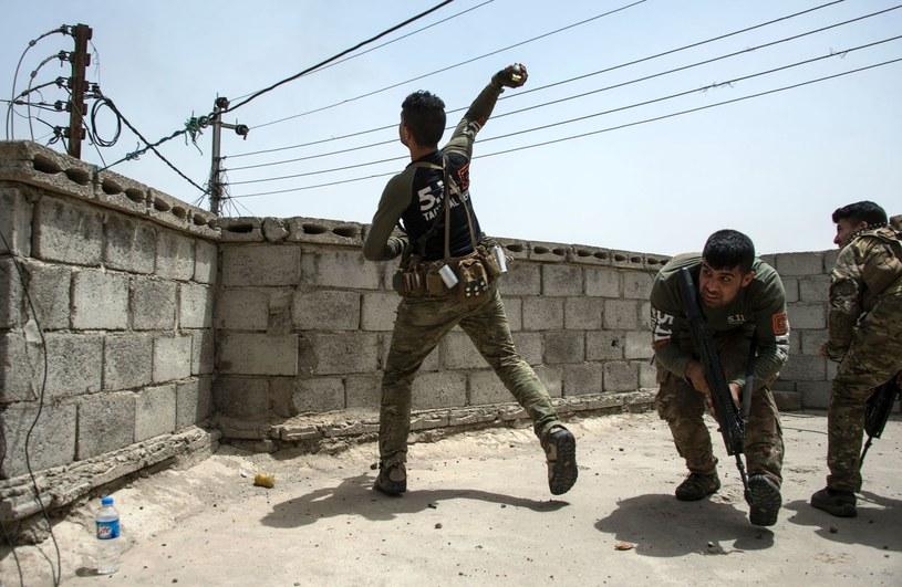 Rosjanin myślał, że tylko rzucony granat może wybuchnąć. /AFP