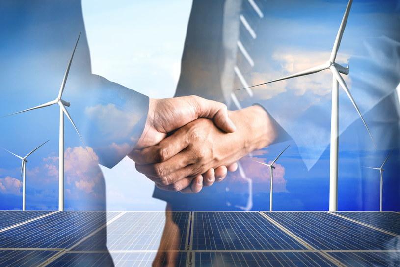 Rosnące ceny energii motywują przemysł do budowy własnych nisko- lub zeroemisyjnych źródeł zasilania /123RF/PICSEL