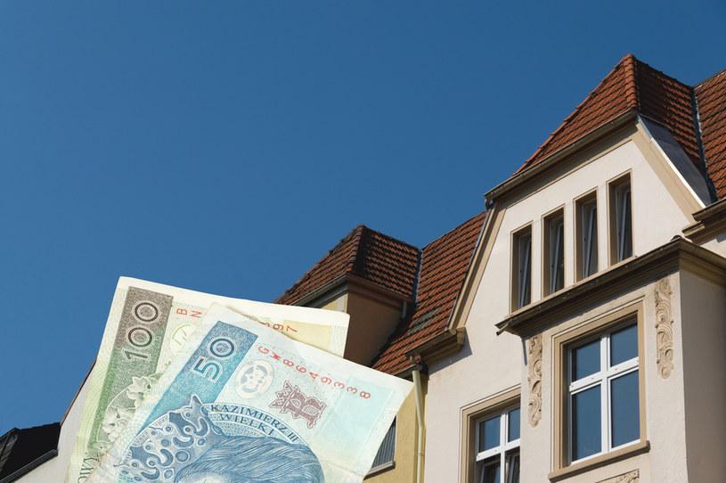 Rosnące ceny prądu i wywozu śmieci ciążą budżetom domowym rodaków /123RF/PICSEL