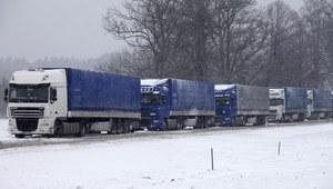 Rośnie kolejka tirów na granicy z Białorusią