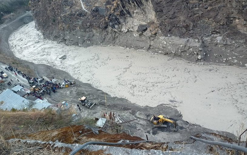 Rośnie liczba ofiar i zaginionych po przerwaniu tamy przez lodowiec /ARVIND MOUDGIL /PAP/EPA