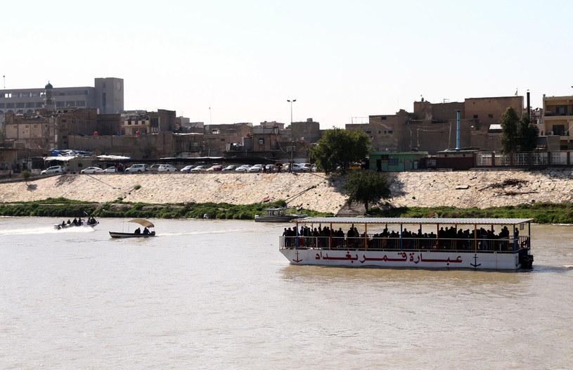 Rośnie liczba ofiar zatonięcia promu w Iraku /ALI ABBAS /PAP/EPA