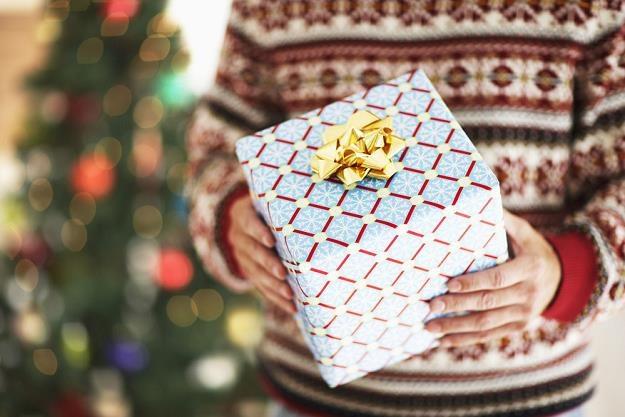 Rośnie optymizm - większość Polaków oczekuje świątecznych prezentów /poboczem.pl