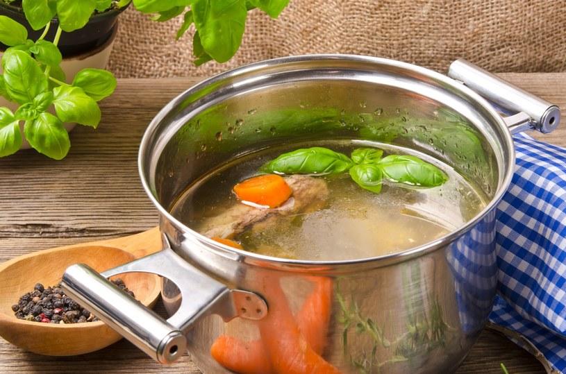 Rosół pomoże na przeziębienie /123RF/PICSEL