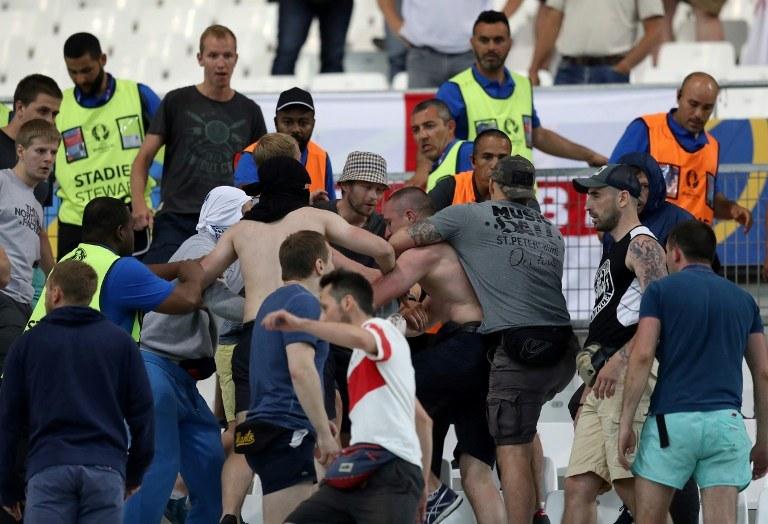 Rosyjscy kibice brali udział w bójkach /AFP