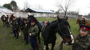 Rosyjscy Kozacy przygotowują się do wyprawy przez Polskę