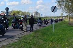 Rosyjscy motocykliści przekraczają granicę w Terespolu