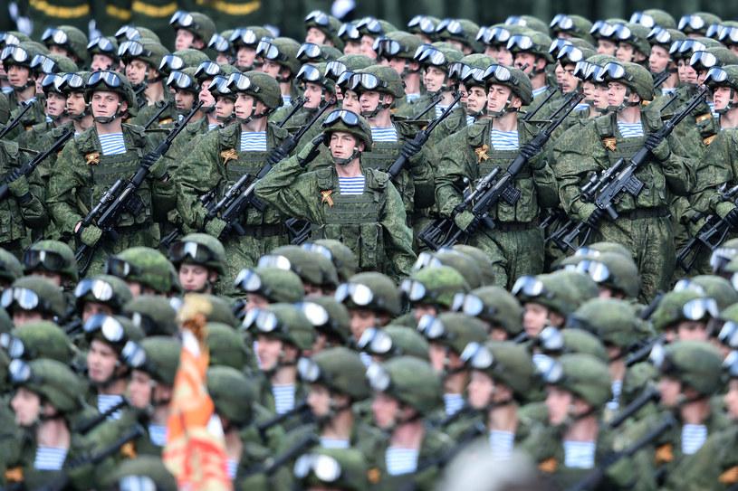 Rosyjscy żołnierze podczas defilady na Placu Czerwonym w Moskwie /Kirill Kudryavtsev /AFP