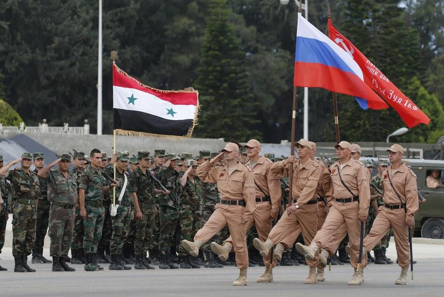 Rosyjscy żołnierze podczas parady w bazie w Hmejmim /SERGEI CHIRIKOV /PAP/EPA