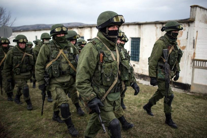 Rosyjscy żołnierze przejmują kontrolę na Krymie /PAP/EPA