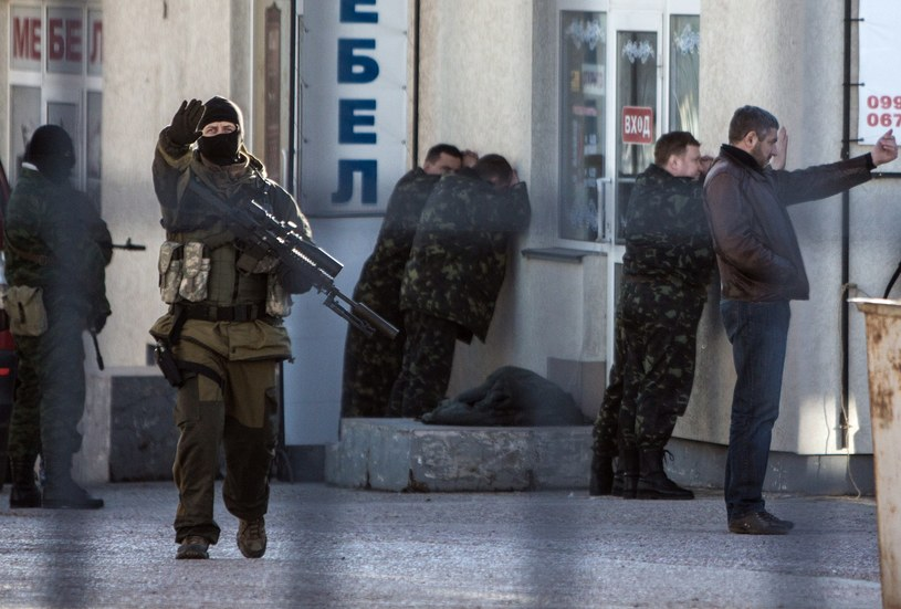 Rosyjscy żołnierze tworzą blokadę /AFP