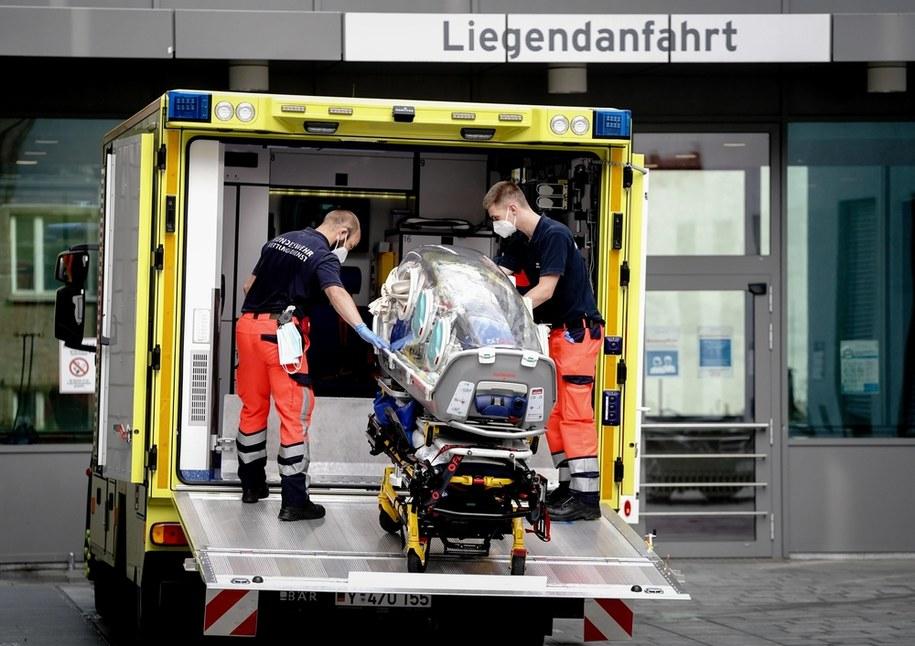 Rosyjski opozycjonista został przetransportowany do szpitala w Berlinie /Kay Nietfeld  /PAP/EPA