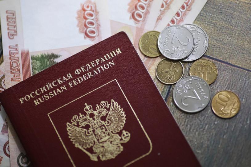 Rosyjski paszport /alexkich/easyfotostock /East News