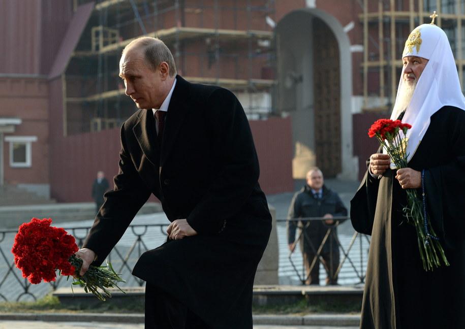 Rosyjski prezydent składa kwiaty na Placu Czerwonym w Moskwie /VASILY MAXIMOV /PAP/EPA