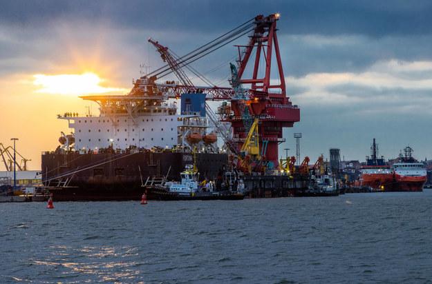 Rosyjski specjalistyczny statek do układania rur pod Nord Stream II /Jens Büttner    /PAP/EPA