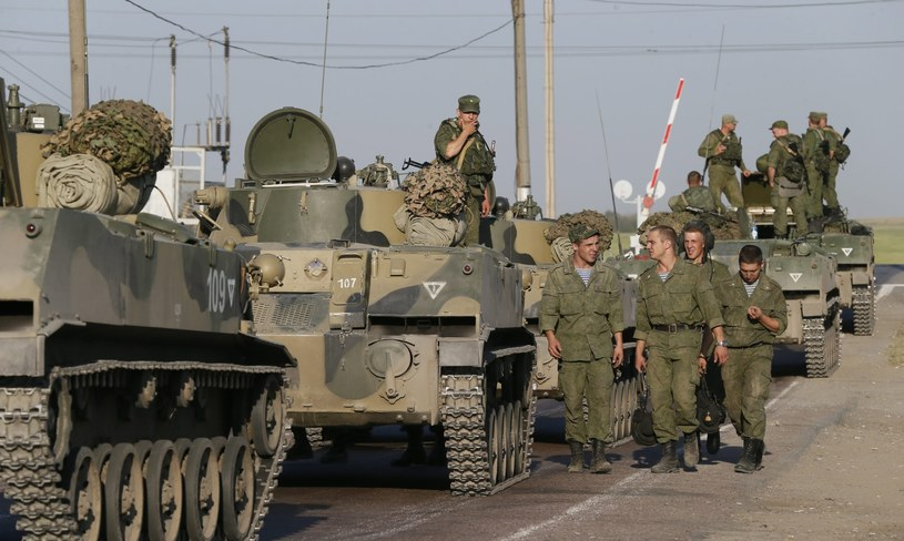 Rosyjski sprzęt i żołnierze w pobliżu konwoju /AFP