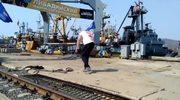 Rosyjski strongman przybił do portu. Ivan Savkin przeciągnął ważący 312 ton dźwig na cześć aneksji Krymu