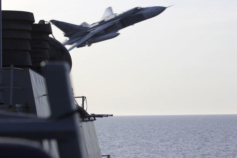 Rosyjski Su-24 nad amerykańskim okrętem USS Donald Cook na Bałtyku /AFP