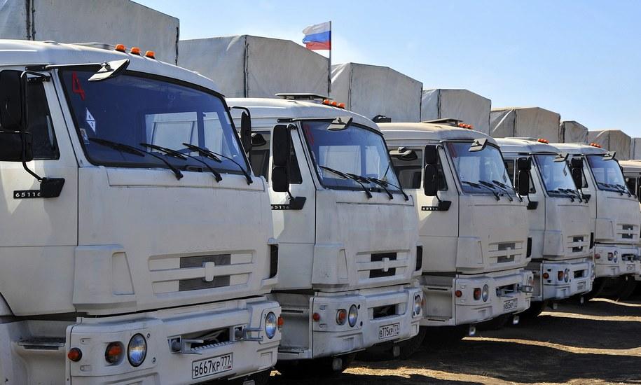 Rosyjskie ciężarówki z pierwszego konwoju [zdj. ilustracyjne] /PAP/EPA/ARKADY BUDNITSKY  /PAP/EPA