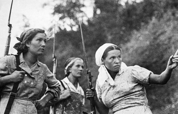 Rosyjskie dziewczyny, które dołączyły do partyzantki w 1941 roku /Getty Images