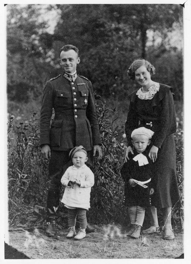Rotmistrz Witold Pilecki z żoną i dziećmi. Lata 30. /Muzeum Armii Krajowej /