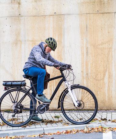 Rower elektryczny: droga zabawka, pomoc czy niebezpieczny sprzęt?