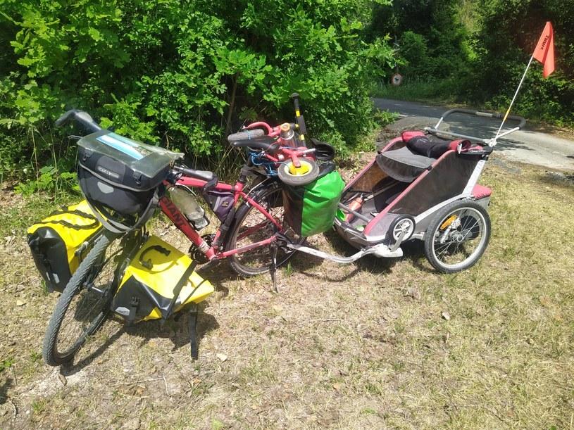 Rower rodzica z całym wyposażeniem na 1-2 tygodniowy wyjazd rowerowy z dziećmi /dzieciakiwplecaki.pl /archiwum prywatne