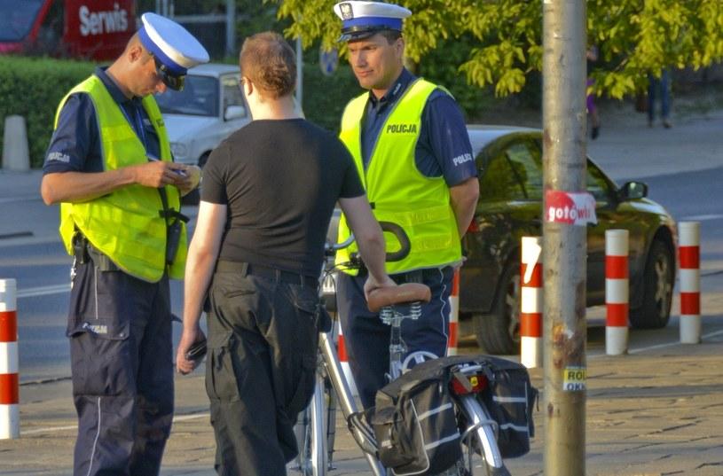 Rowerzyści często zapominają, że ich też obowiązują przepisy /Włodzimierz Wasyluk /East News