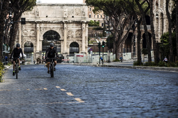 Rowerzyści w Rzymie w Poniedziałek Wielkanocny /ANGELO CARCONI /PAP/EPA