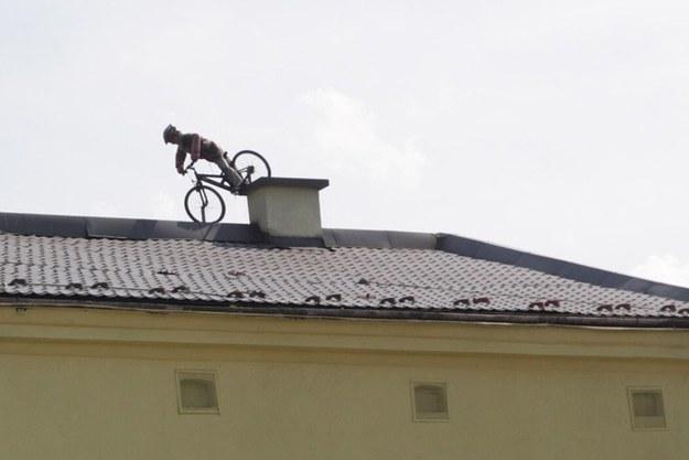 Rowerzysta na dachu