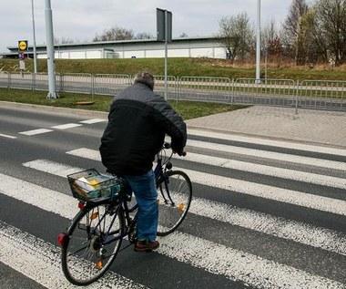 Rowerzysta na drodze. Co mu wolno, a czego nie?