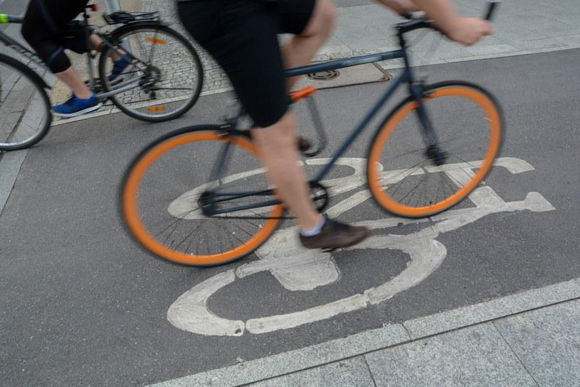 Rowerzysta na ścieżce najczęściej ma pierwszeństwo przejazdu /Mariusz Gaczyński /East News