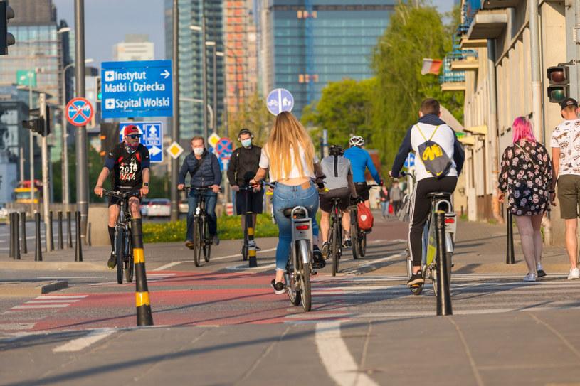 Rowerzystów obowiązują przepisy ruchu drogowego. Ich nieznajomość nie zwalnia z odpowiedzialności (fot. ilustracyjne) /Arkadiusz Ziółek /East News