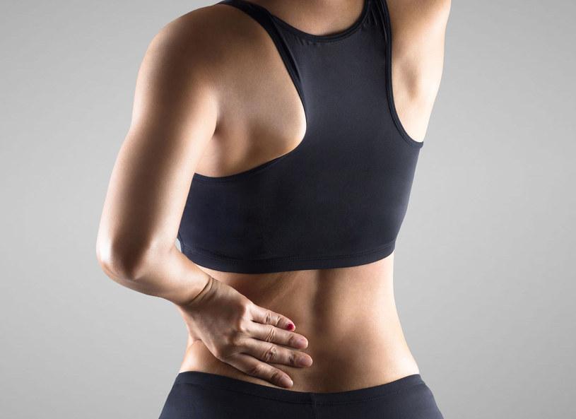 Również u osób w średnim wieku może dojść do obniżenia gęstości mineralnej kości /Picsel /123RF/PICSEL