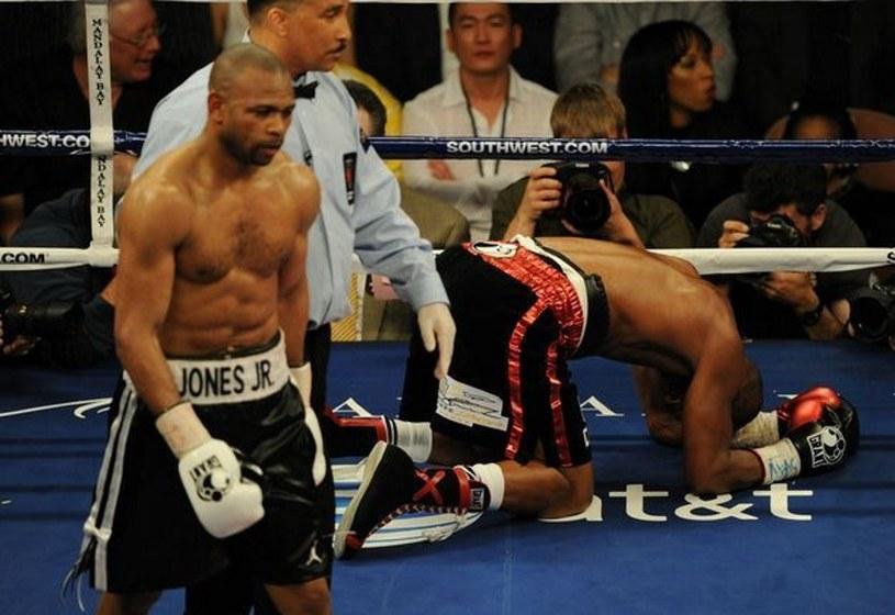 Roy Jones Junior (z lewej) podczas walki z Bernardem Hopkinsem w 2010 roku /AFP